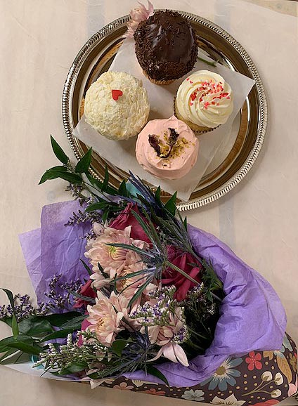 Small Bouquet and 4-Pack of Gluten-Free Cupcakes