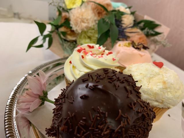 Cupcake and flower bundle